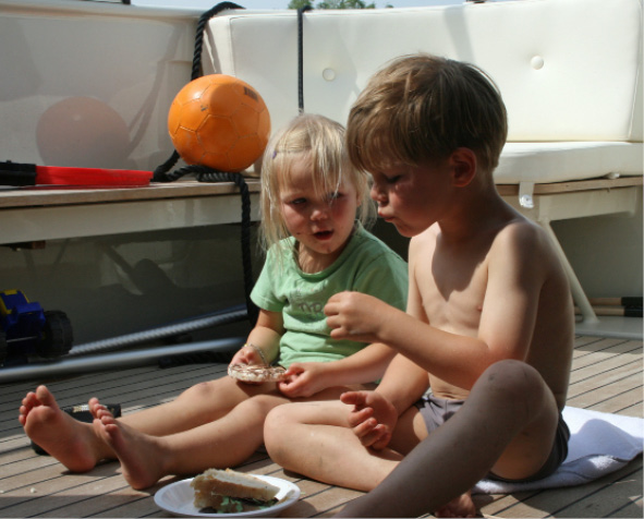 Playing with children on board your Linssen yacht